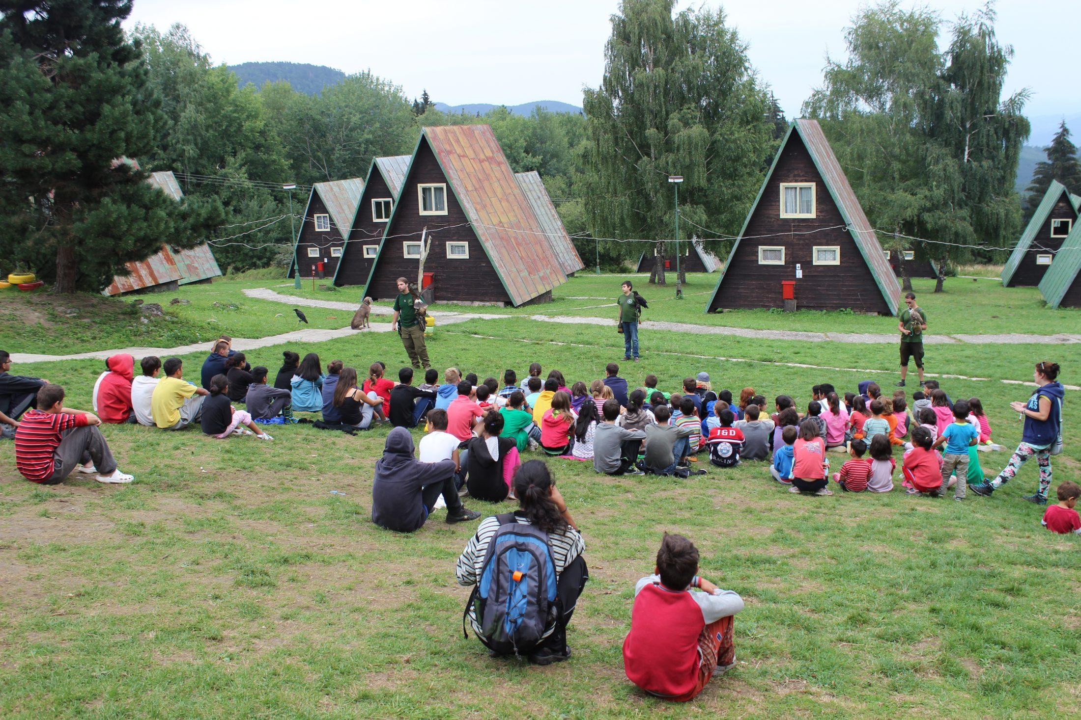 sokoliari v detskom tabore
