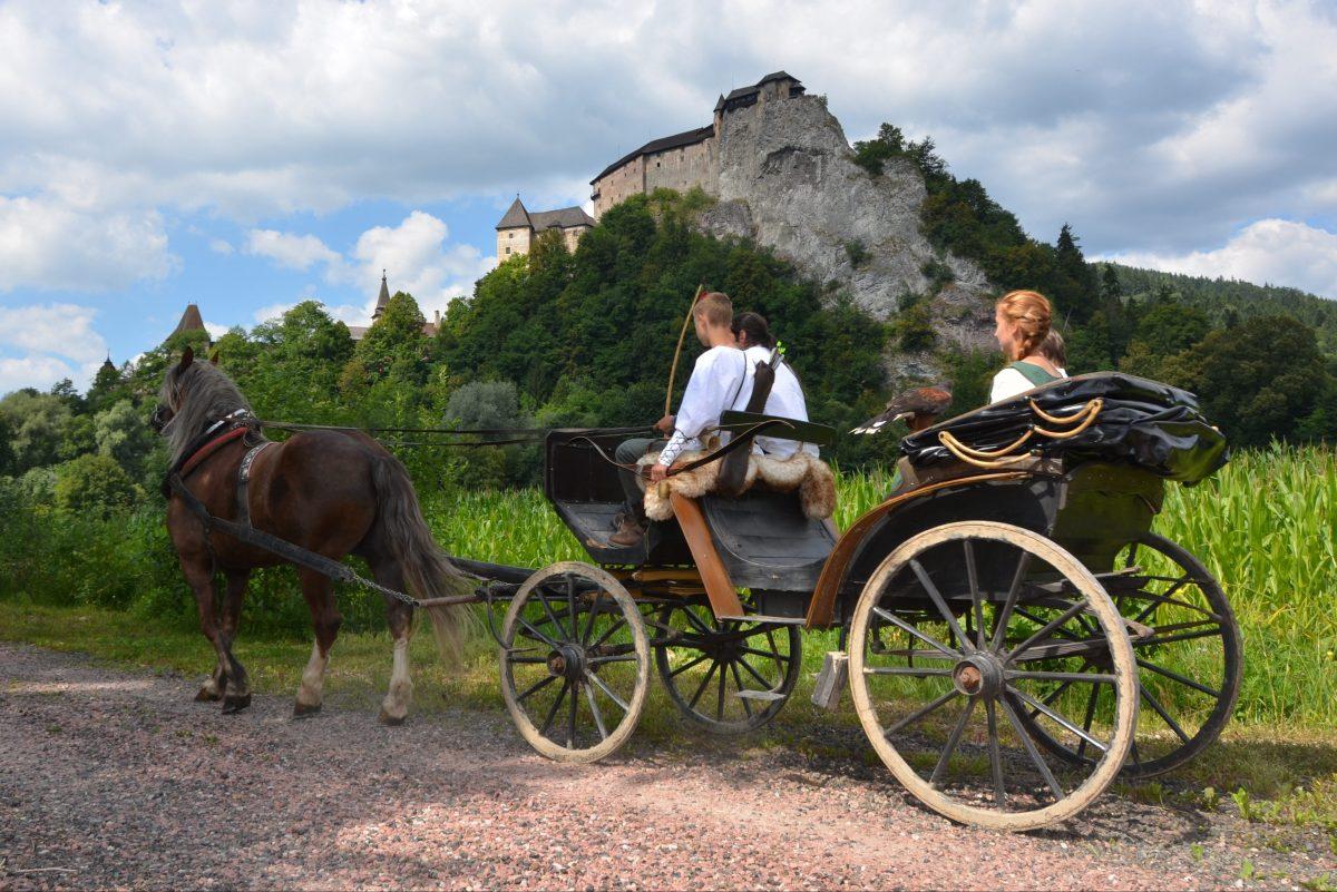 Jazda na koči pod Oravským hradom