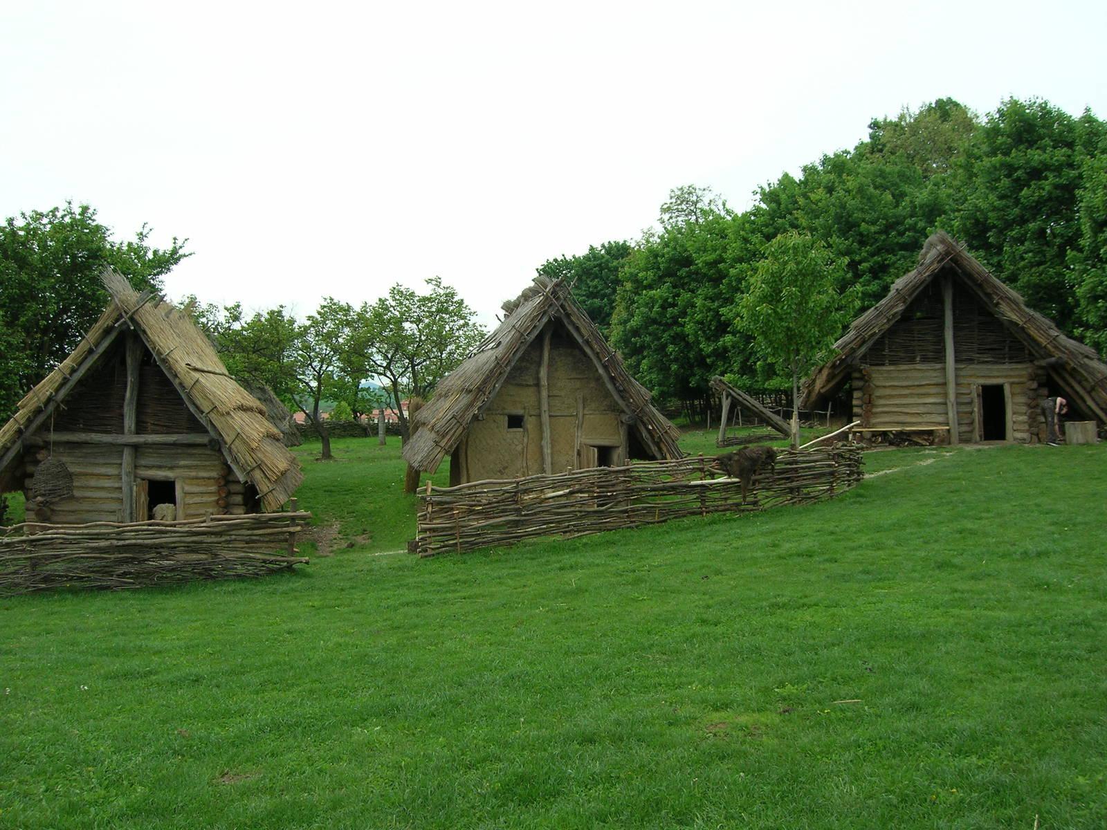 stredoveka dedinka pod oravskym hradom