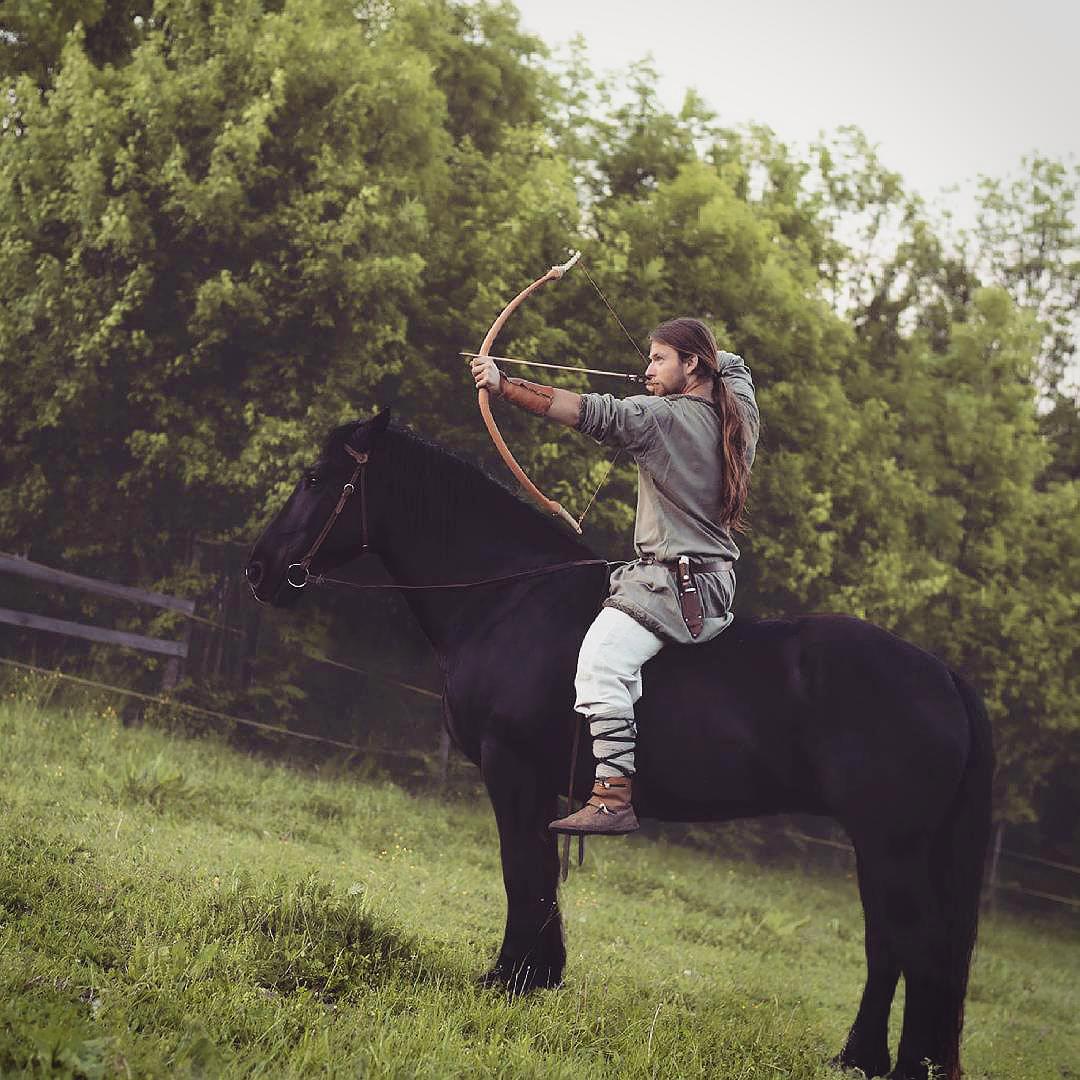 sokoliar striela z luku z kona