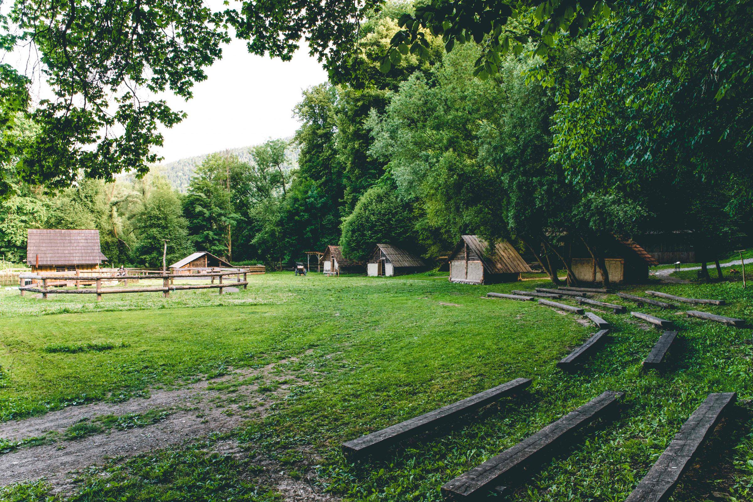 stredoveka dedina archeoskanzen pod Oravskym hradom